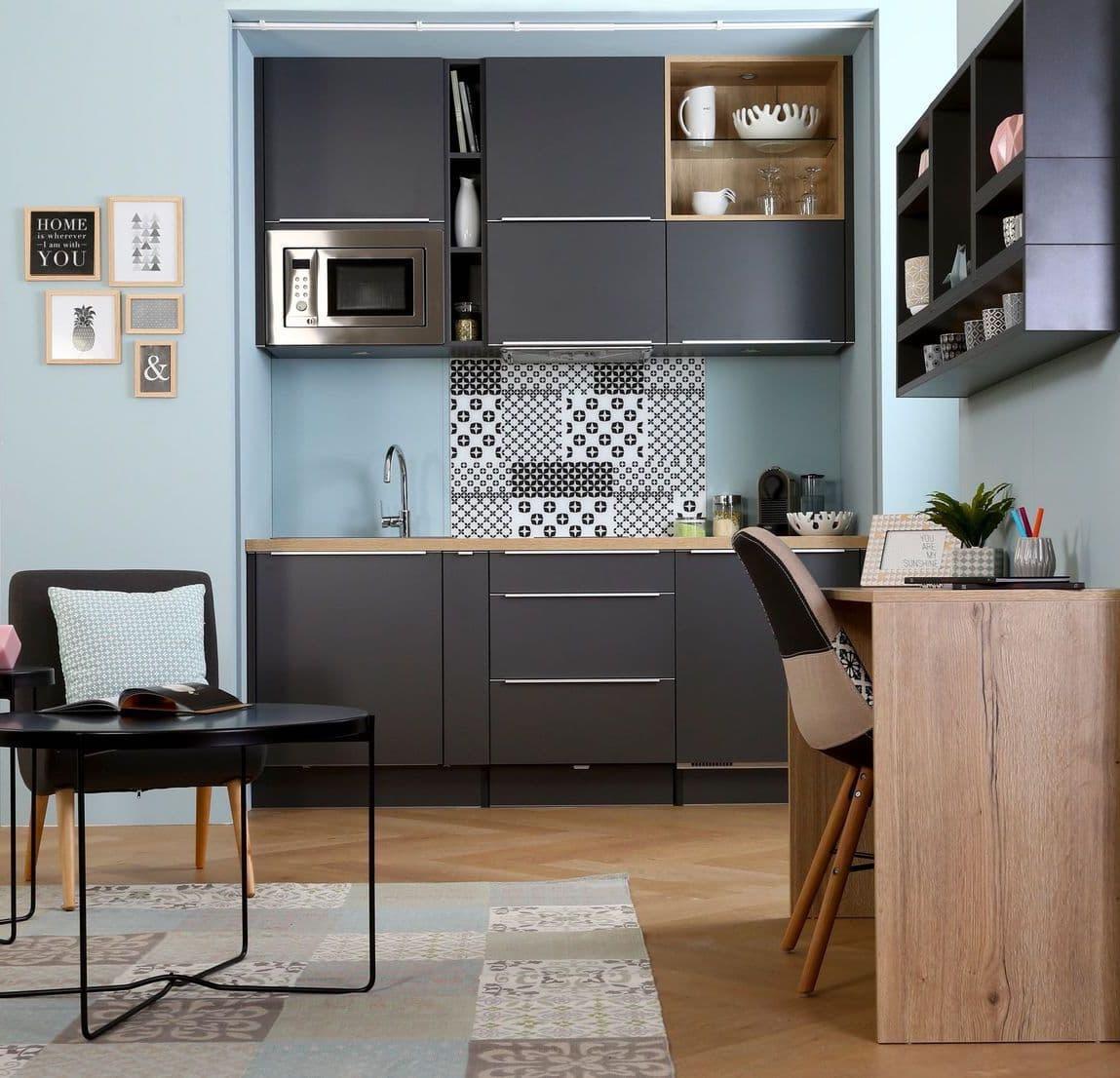 Как видите организовать полноценную кухню можно даже в очень маленьком пространстве