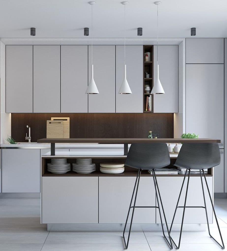 В маленькой кухне дизайнеры рекомендуют разделить освещение на основное и декоративное
