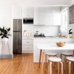 удобный обеденный стол для маленькой кухни