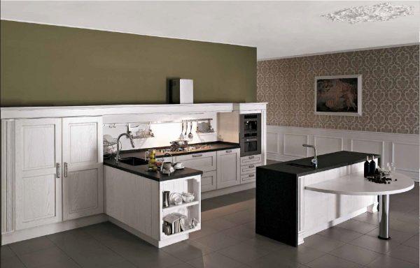Г-образная кухня без навесных шкафов