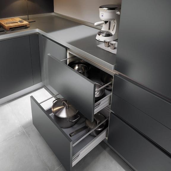 выдвижные шкафы на кухне