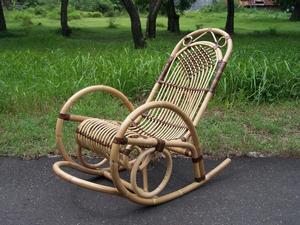 Изготовленное кресло-качалка