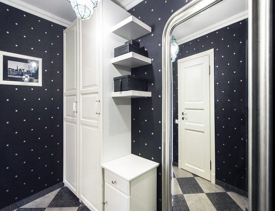 Ремонт маленькой прихожей: обои на стенах в коридоре