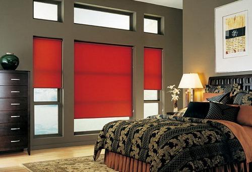 Рулонные шторы в интерьере спальни фото