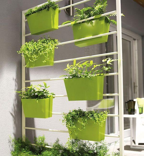 Стильная этажерка для цветов в интерьере