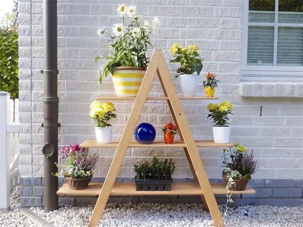 Деревянная этажерка-стеллаж под цветы фото