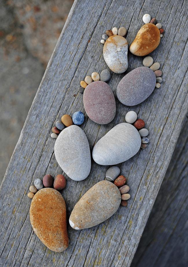 Если вы часто бываете на море, захватите хоть раз с собой на обратном пути мешочек камней, из них получаются красивые элементы декора