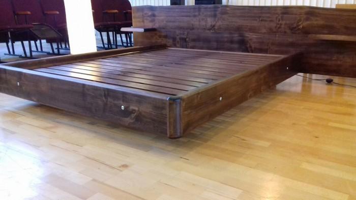 Кровать из массива дерева с ящиками и ортопедическим основанием