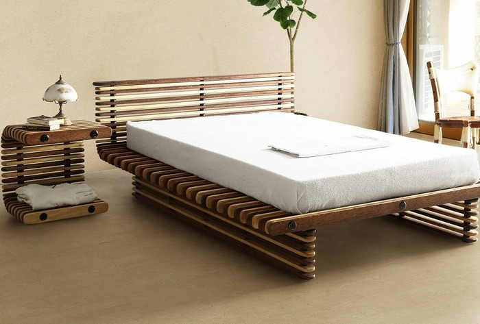 Кровать из деревянных палок