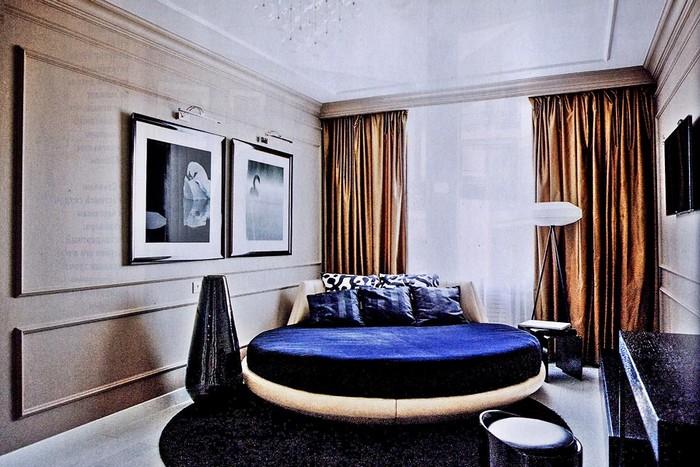 Кровать круглой формы в спальне