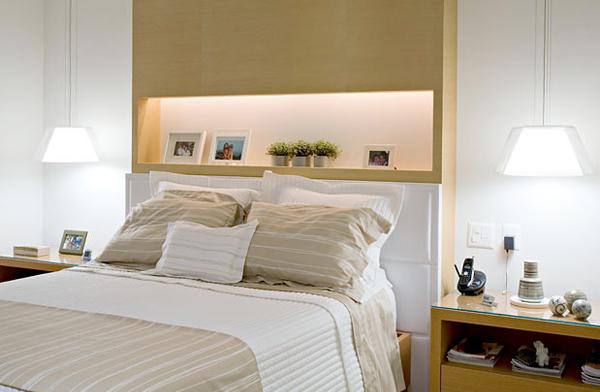 Декорирование изголовья кровати нишами