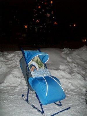 Зимняя коляска-санки на полозьях