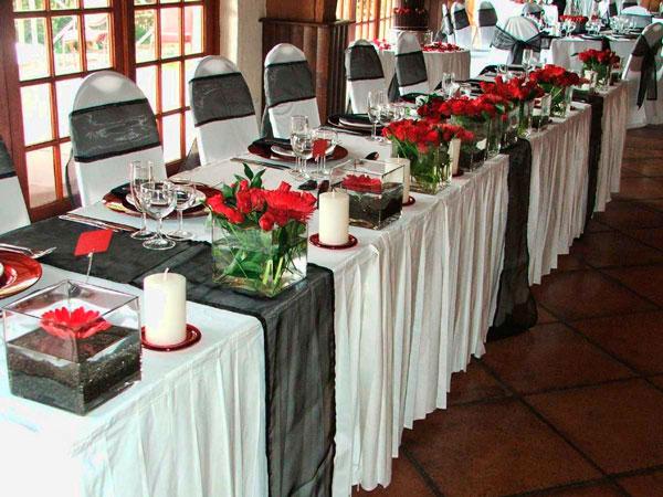 Украшение стола живыми цветами