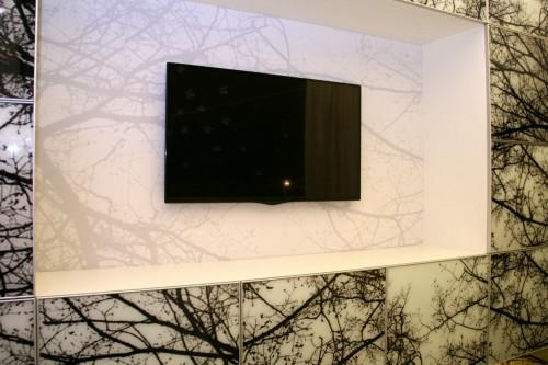 Фотообои можно использоваться для отделки ниши для ТВ из ГКЛ