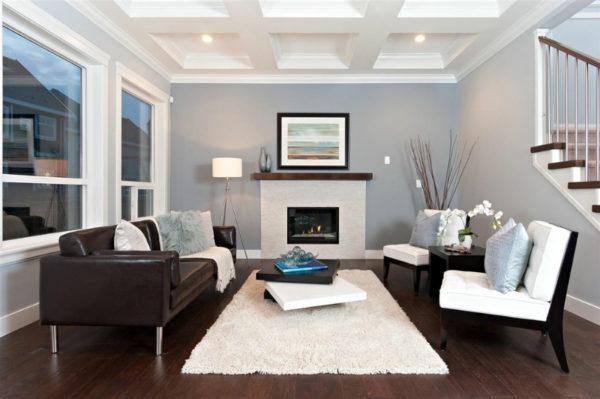 диван коричневый с металлизированными деталями