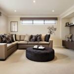 этнический стиль и коричневый диван