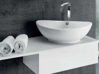 фарфоровая накладная раковина в ванной
