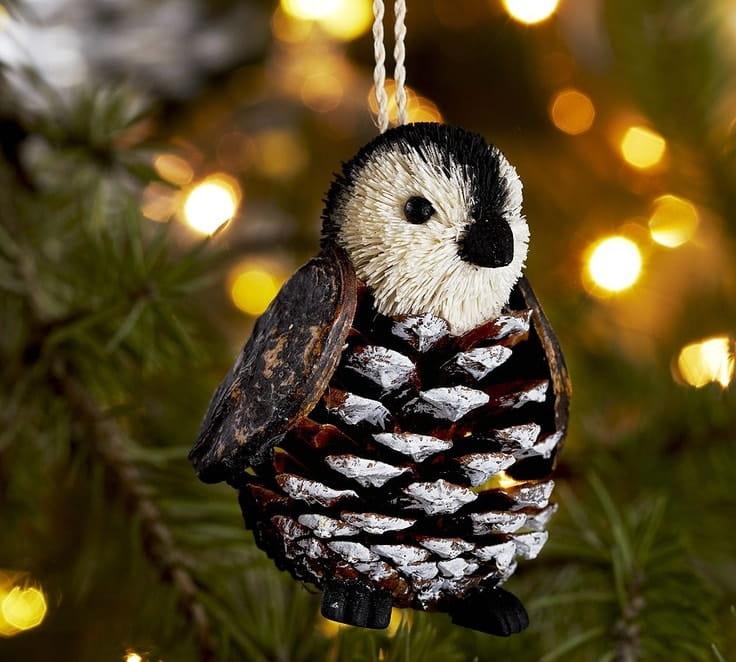 Зимняя пора царит огромным изобилием природных материалов для создания новогодних украшений