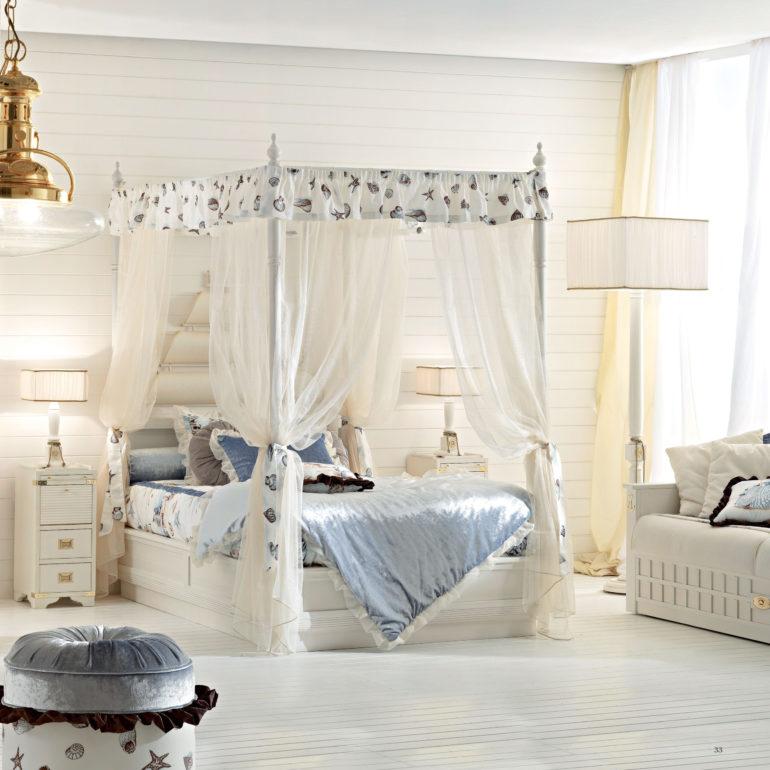 Вариант королевского балдахина подходит для подросших детей, спящих на больших кроватях