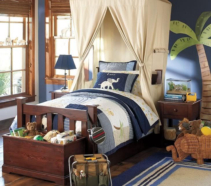 Для кровати подросшего парня выбирайте балдахин спокойных тонов, подходящих общему интерьеру