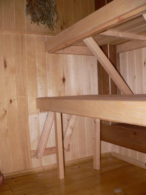 Вот так выглядит готовый полок с выдвижной лавкой
