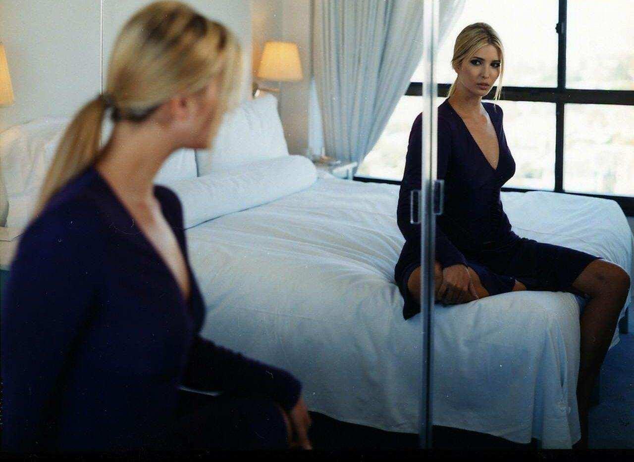 В спальне практически невозможно повесить зеркало так, чтобы оно не отображало хоть одну сторону кровати
