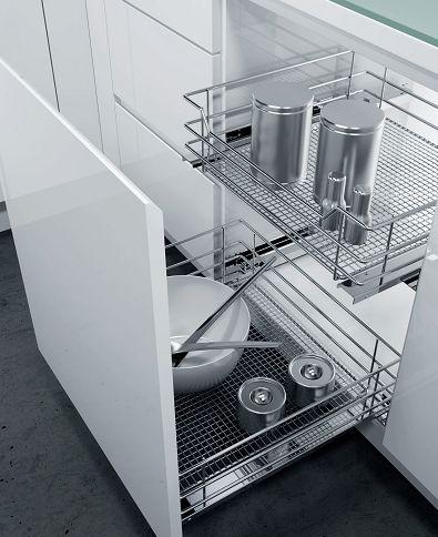 В таких корзинах удобно хранить чистую посуду после мытья.
