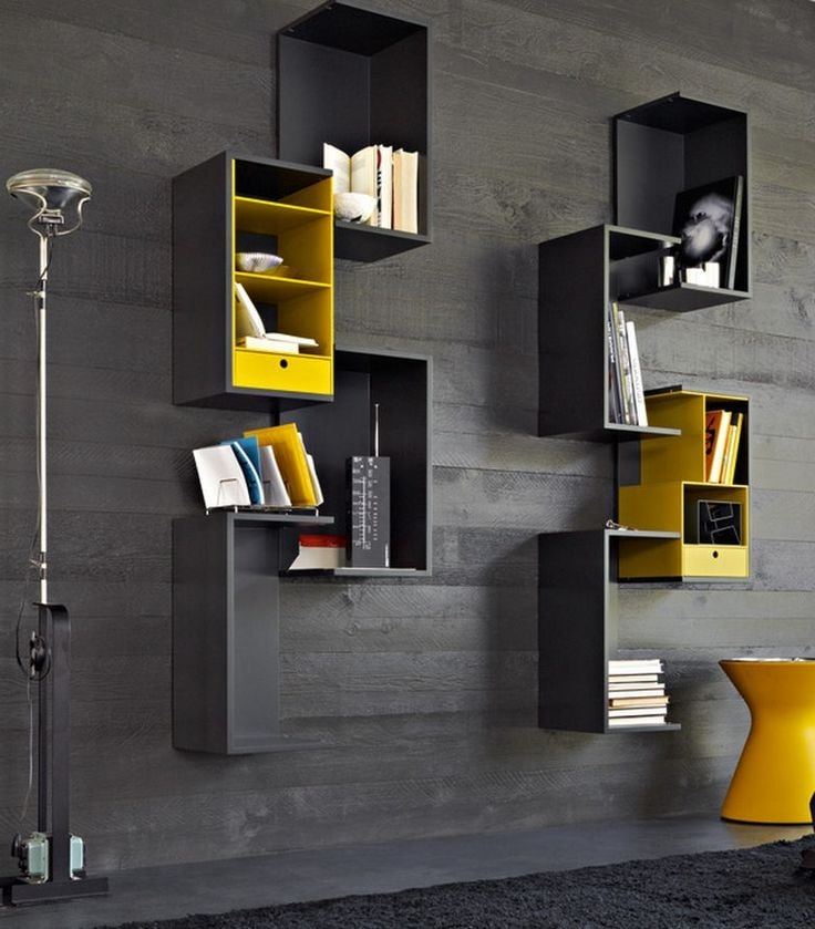 Желтый цвет отлично сочетается с черным, используйте эту гармонию красок на своей стене