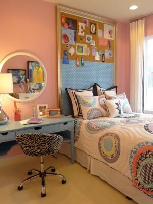 Необычное изголовье кровати в комнате для дочки