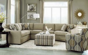 Мягкая мебель для дома в интерьере гостиной.