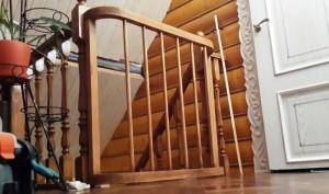 Готовая калитка сверху лестницы.