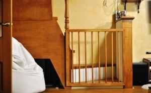 Калитка снизу лестницы.