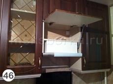 Рис. 46. Шкаф навесной с фасадом на газ-лифте и встраиваемой вытяжкой
