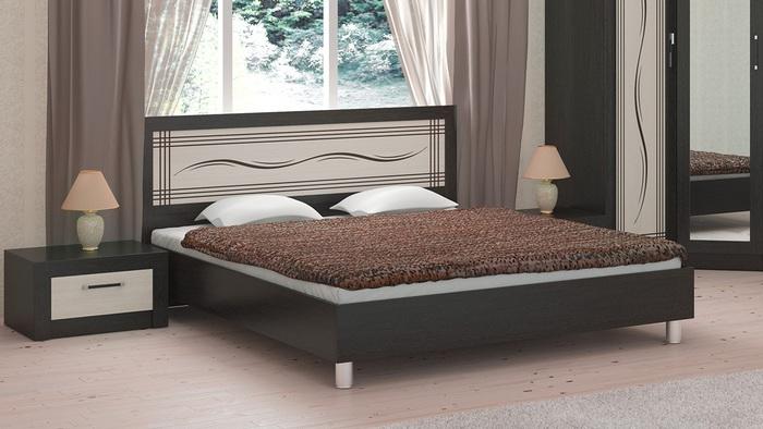 Низкая кровать на ножках из МДФ