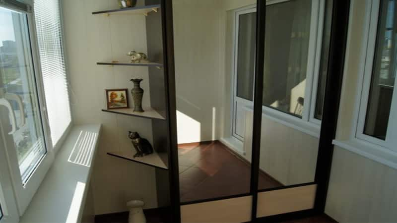 Шкаф-купе на балконе