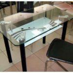 Стеклянные столы для кухни — какой купить обеденный кухонный стол
