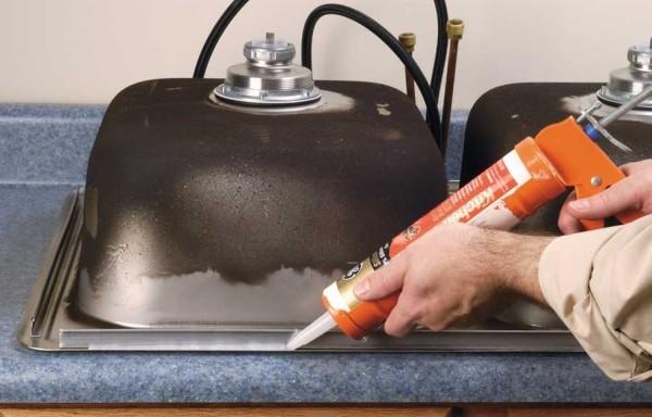 В качестве фиксатора можно использовать клей или герметик.