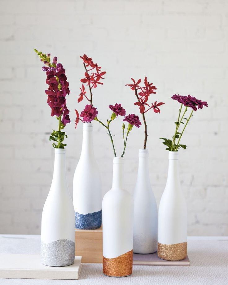 Необыкновенный дизайн ваз из бутылок
