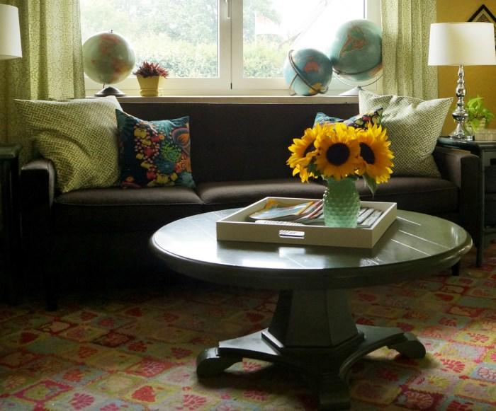 Преображение дивана с помощью шторы фото