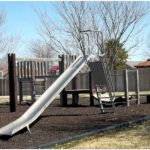 Строительство детской горки с вертикальным столбом расположенным посередине