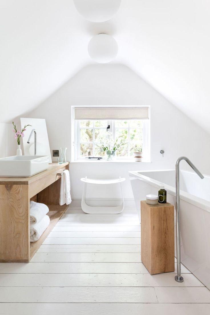 Доминирующие присутствие белого облегчает интерьер, делая его просторным и воздушным