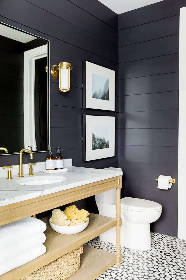 Существует стереотип, что картинам не место в ванных комнатах. Однако это не так. Соблюдая определенные правила, подобный декор может стать отличным украшением интерьера