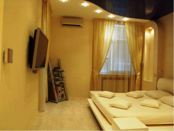 потолки в маленькой спальне дизайн фото
