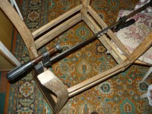 Фиксация склеенных царг струбциной