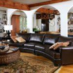диван в загородном доме