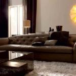 стеганный коричневый диван