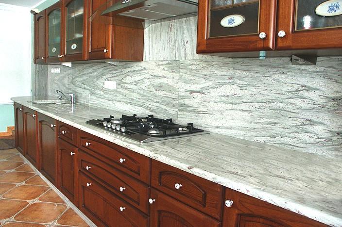 Кухонная столешница из природного камня