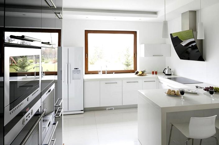 Белая столешница на кухне из композитного материала
