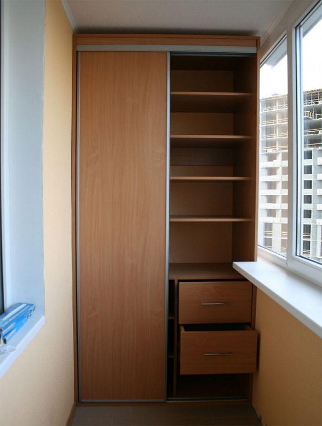 Шкаф из ламинированного ДСП на лоджии
