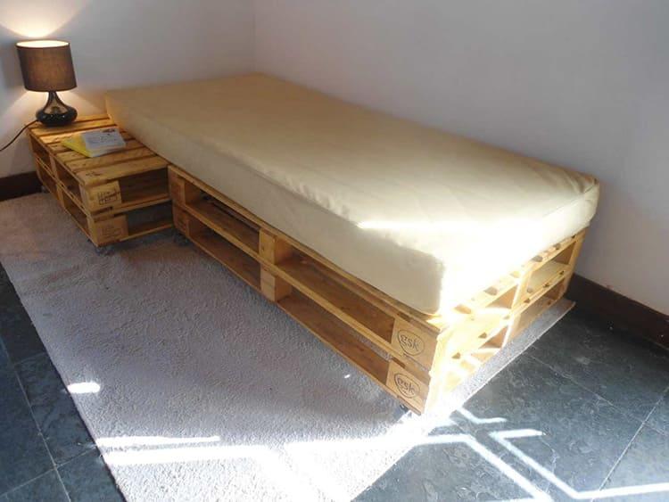 Односпальная кровать из поддонов вариант 2